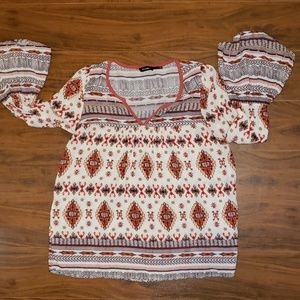 EUC Blu Pepper tribal print top. Flutter sleeves